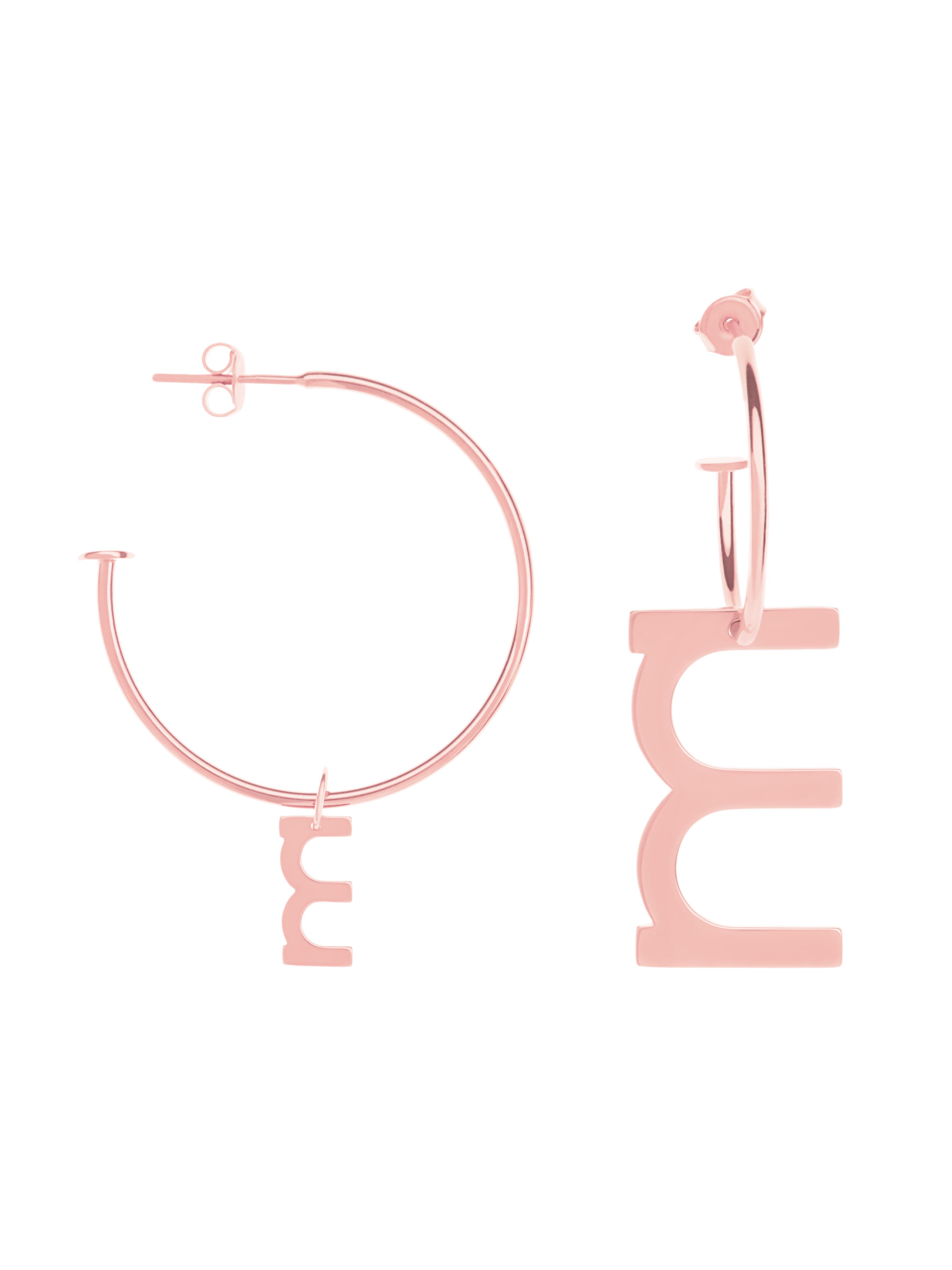 Asymetryczne kolczyki z literką me8 rose gold różowe złoto minimalistyczna biżuteria moie