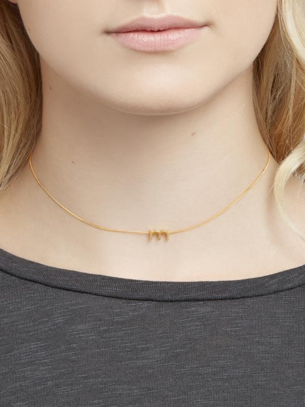 Złoty łańcuszek z literką M naszyjnik minimalistyczna biżuteria moie